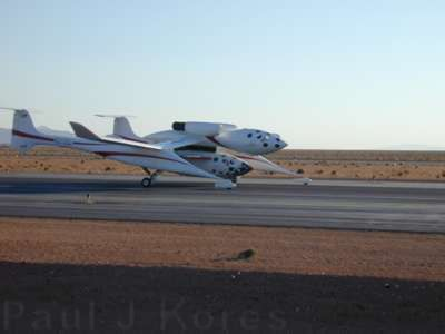 White Knight and SpaceshipOne rolling toward takeoff