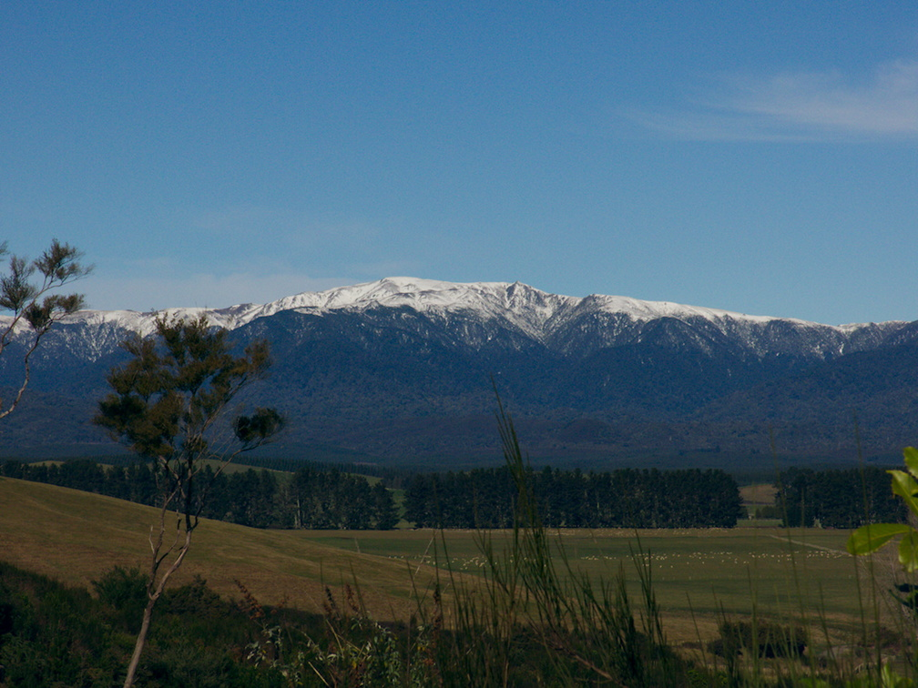 Tongariro-River-view-of-snow-covered-mountains-to-South-2017-07-15-IMG 8589